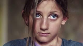 فتاه تحمل من اختها الكبيره والسبب  فى غاية الغرابه لن تصدق !