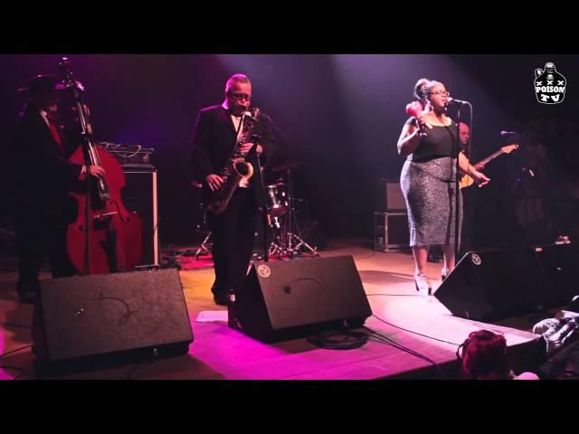 """Sister Cookie interpreta un cover del tema """"Burnt toast & black coffee"""" en el Cafe Antzokia (Bilbao)"""