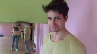 Michał Malinowski szykuje się pod okiem Dawida Ozdoby do roli Chippendales a.