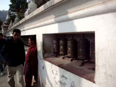 Keshari Lama presenta el buda más grande del mundo.MPG