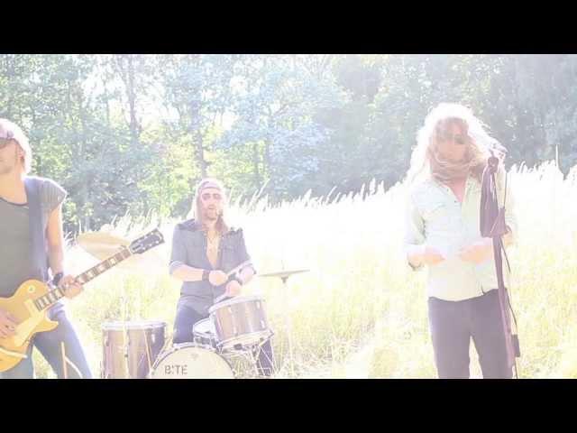 Videoclip de Bite The Bullet