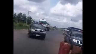 LIVE! Buratai Men Block Kanu's Convoy to Ebonyi, Fearless Kanu Comes Down, See Run
