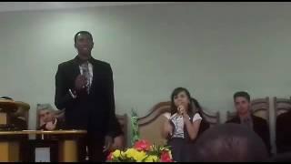 Julinha Levita e Moisés  cantando Paulo e Silas de Alisson e Neide