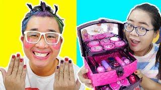 Ăn Kẹo Son Môi Troll Em Trai Trang Điểm Búp Bê Barbie ( Makeup For Brother)