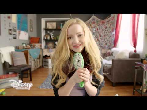 dove-cameron-what-a-girl-is-music-video-versione-lunga-disneychannelit
