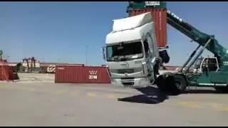 Nunca deixe um operador de maquinas pesadas com raiva!!