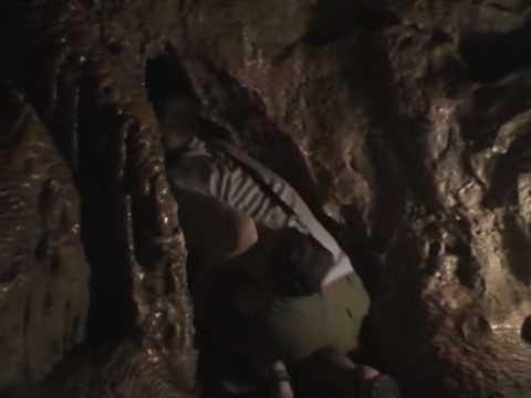 Jaskinia Cango Caves – przeciskanie przez korytarz (1/3)
