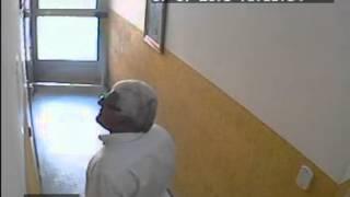 Velho Bandido da Mooca, cara de pau lendo comunicado do prédio - Vídeo 3