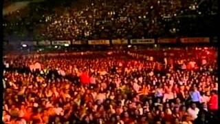 Que De Raro Tiene     Vicente Fernandez  Live