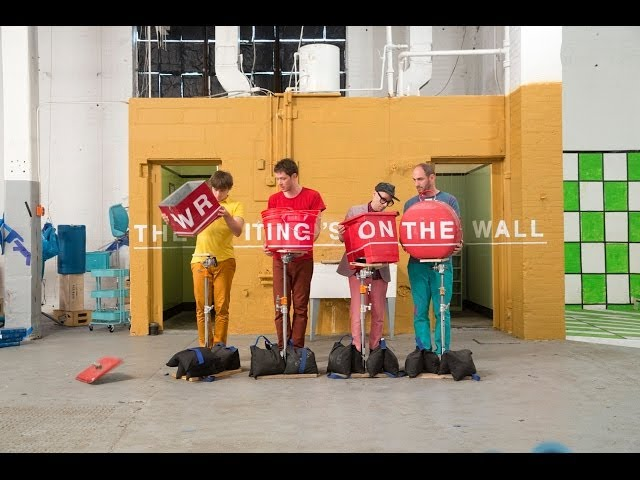 Videoclip oficial de la canción The Writing's On the Wall de OK Go