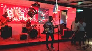 Max Lolo Ahouandjinou (live à Code Bar Cotonou le 10 juin 2017)