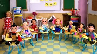 School started ! Elsa and Anna toddlers - first day - new students - Barbie is teacher - classroom width=