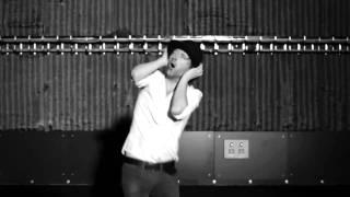 Tom Yorke dances to La Pulguita (Tupamaros)