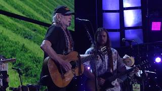 Willie Nelson & Family - Good Hearted Woman (Live at Farm Aid 2017)
