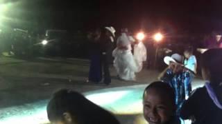 Baile del billete en la boda de Tomás y Erika.
