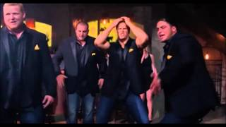 Pitch Perfect 2 - The Scenes with the Green Bay Packers Matthews , TJ Lang - Bootylicious - Riff Off