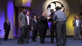 Hear how his knee was Supernaturally healed