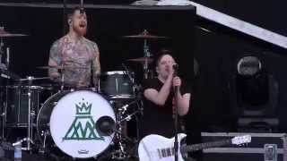 Fall Out Boy - My Songs Know What You Do In The Dark (Light em Up) - Live at the IW Festival 2014