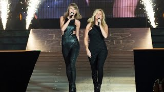 Taylor Swift & Ellie Goulding singing/cantando ''Love me like you do'' in the/en el 1989 World Tour