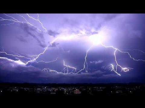歡迎分享  Super Lightning 彰化八卦山脈 超級閃電慢動作いなびかり 稲光 稲妻 벼락 번개 foudre relámpago молния Blitz - YouTube