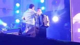 Bruno da Dupla Bruno e Marrone cantando bêbado em show