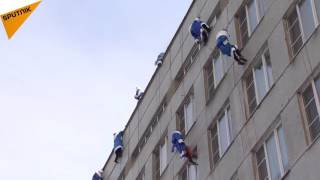 Climbers in Santa Claus Costumes Congratulate Patients at Children's Hospital in Moscow