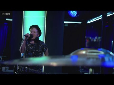 fall-out-boy-american-beauty-american-psycho-bbc-radio-1-live-lounge-omgitspeterick