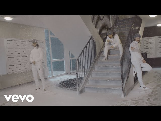"BENÉ MELANCHOLY IN THE ""STAIRCASE"" [VIDEOCLIP]"