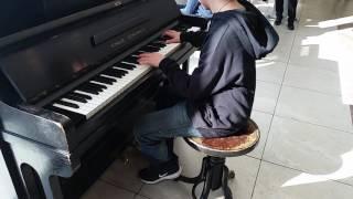 Comptine d'un autre été cover - Street Piano Prague