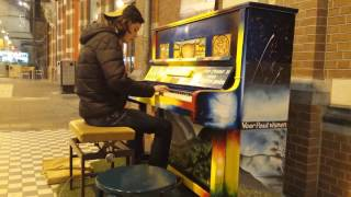 Ludovico Einaudi's I Giorni (public piano cover) @ station Nijmegen (the Netherlands)