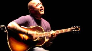 aaron Lewis does a true acoustic song without a mic