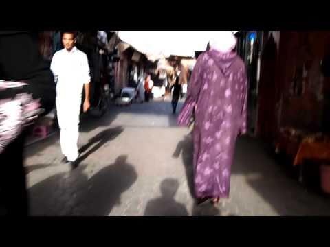 モロッコ・マラケシュのフナ広場からリヤドに入る道(10.09.21)