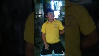 Niño bailando menea tu chapa