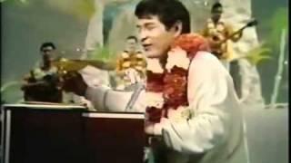 """Don Ho sings """"Tiny Bubbles"""" - Hollywood Palace 1/21/67"""