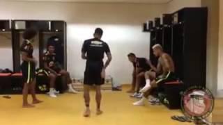 Jogadores de futebol dançando (teclado lindinho 2009)