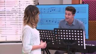 Violetta 2 - Fede y Vilu cantan ¨Algo Se Enciende¨ (cap 77)