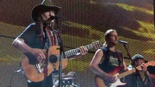 Willie Nelson & Family – Whiskey River (Live at Farm Aid 2016)