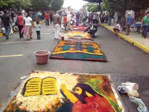 Lunes Santo Elaboración de Alfombras  León, Nicaragua 2010