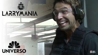 Larry le enseña a Rafael Amaya como disparar | Larrymania | Universo
