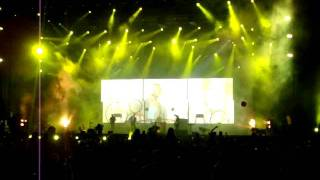 Coldplay - Yellow - (Live in Cape Town) 5 Oct 2011