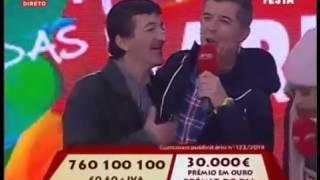 """Bêbado invadiu o palco do """"Portugal em Festa"""" da SIC e deixou João Baião sem palavras"""