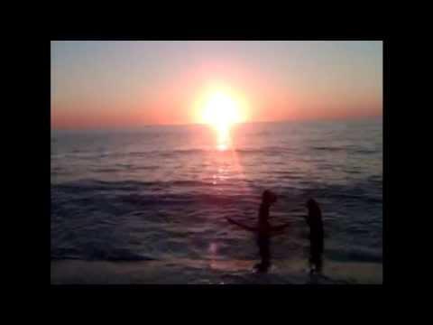 beach-fossils-fall-right-in-video-moobstar100