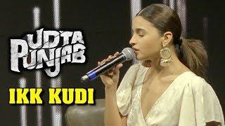 Alia Bhatt Sings IKK KUDI Live On Stage For Fans