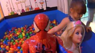 Homem Aranha Barbie Soft Piscina de Bolinha Menina Brincando Brinquedos Juguetes Toys Kids
