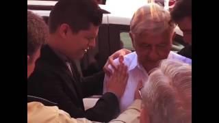 Practican exorcismo a López Obrador!!