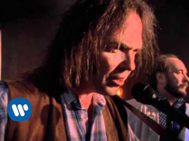 Videoclip oficial de la canción Harvest moon de Neil Young