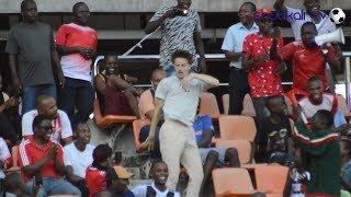 Video ya Mzungu Shabiki wa Simba Akikatika Mauno Taifa Simba VS Swallows FC