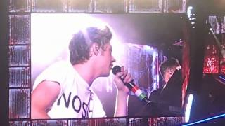 One Direction - Niall singing Beautiful Girls // Stand By Me - Los Angeles,CA- 9/13/14