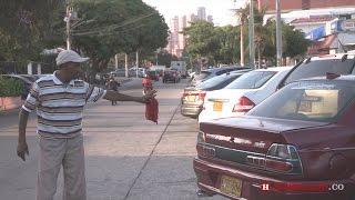 Los 'Parqueantes', un oficio que prolifera en Barranquilla