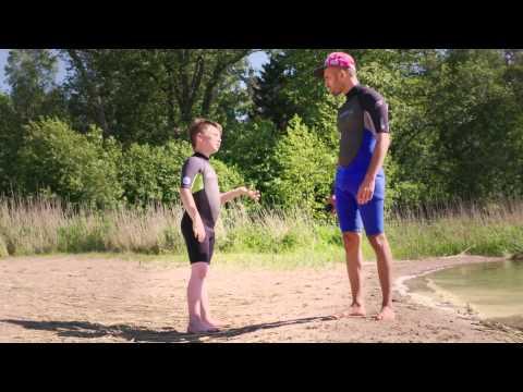 Sean Banan går i sommarsimskola hos Svenska Livräddningssällskapets